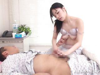 Порно врач пристает к пациентке