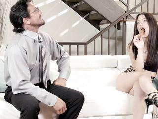 Порно жена лижет попу мужа