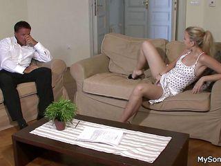 скачать порно старушек на телефон