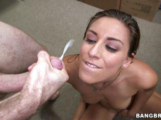 Трансы порно ебут мужиков в рот